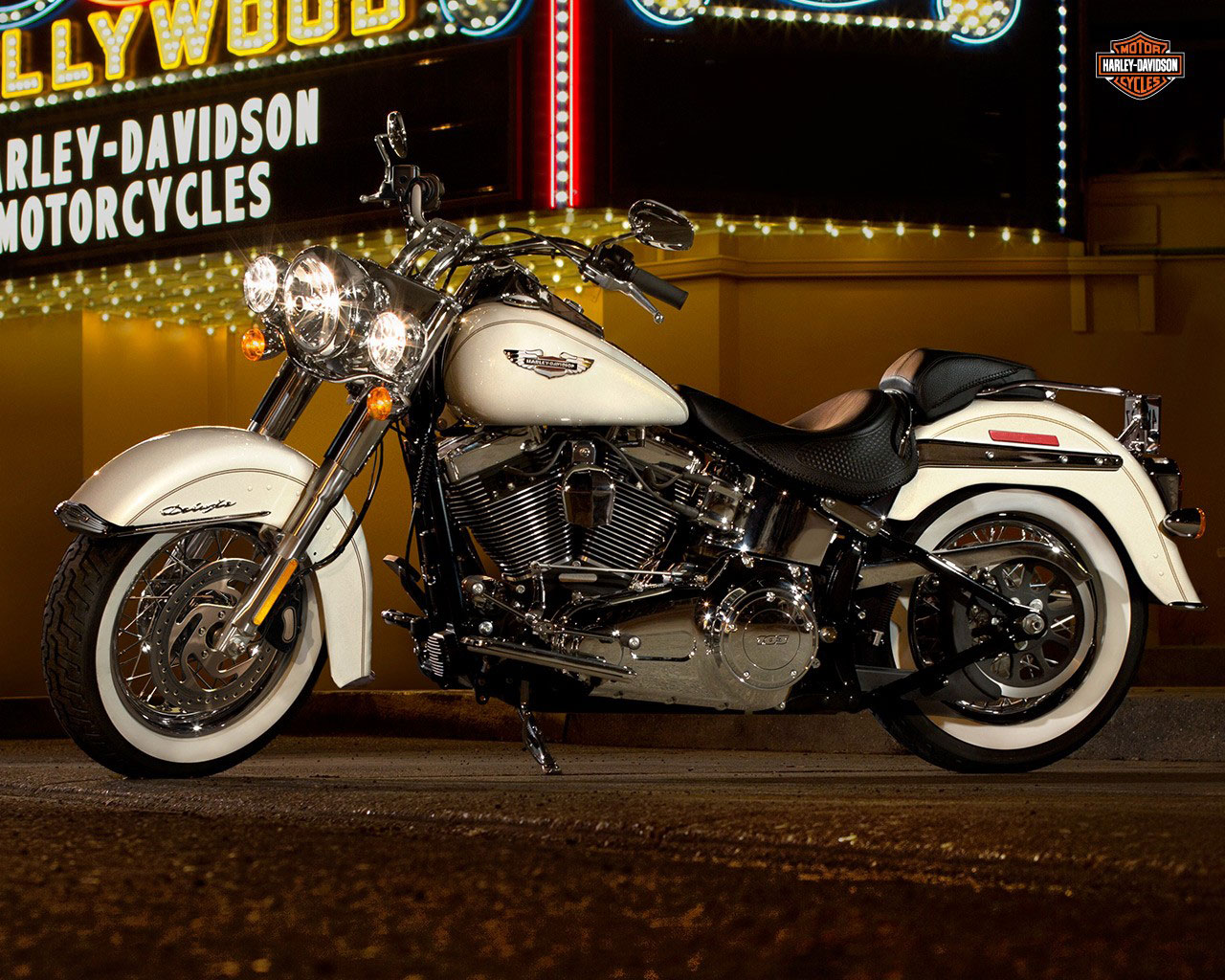 pc wallpaper Harley-Davidson FLSTN Softail Deluxe 2015 White Color