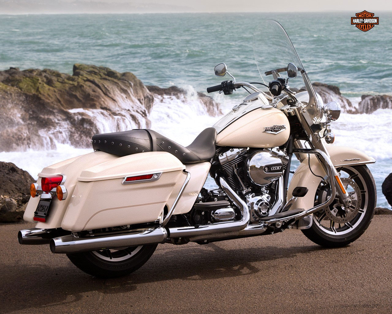 pc wallpaper Harley-Davidson FLHR Road King 2015 V Twin